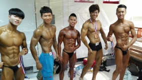 First Runner Up WBPF PRO MR WORLD & HKBPSF CHAMPIONSHIP 2015 2nd Hong Kong Men's Junior Bodybuilding - 教練 Doen Kong & Harry Wong